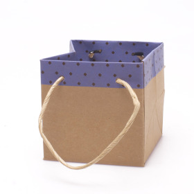 Carton bag Sophie 10x10x10cm lilac